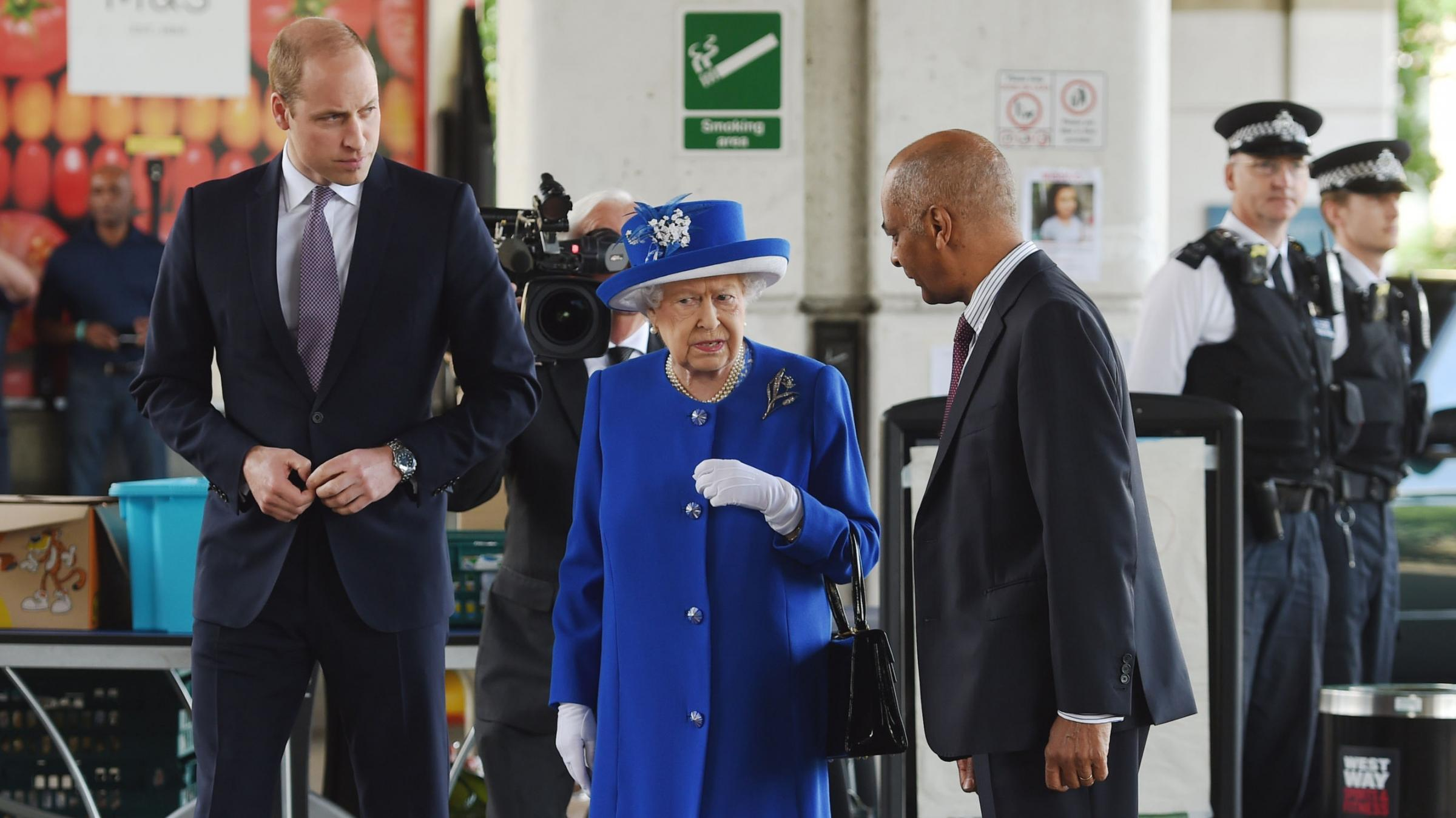 Queen Elizabeth visits survivors of London tower fire
